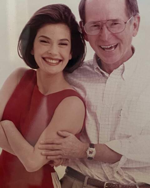 Teri Hatcher (Desperate Housewives) a publié une photo d'elle et de son papa Owen à l'époque de Loïs et Clark