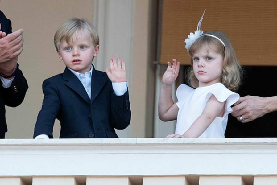 Le prince héréditaire Jacques de Monaco et sa jumelle, la princesse Gabriella, maîtrisent déjà les codes pour apparaître en public