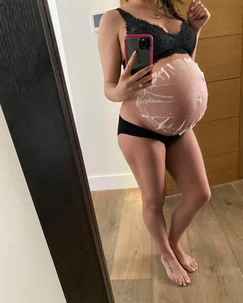 Enceinte pour la deuxième fois dans sa vie, l'actrice est fière de son baby bump
