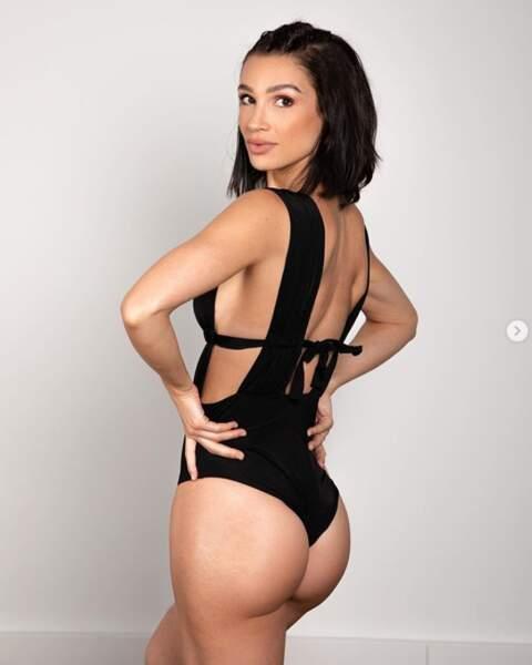 Sexy : la youtubeuse Sissy MUA de face et de fesses.