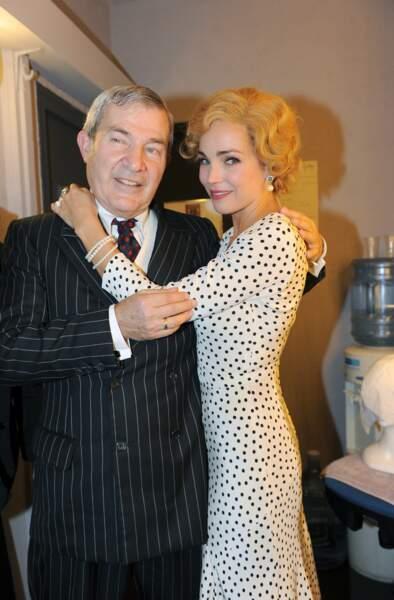 Côté capillaire, il y a aussi du changement : perruque blonde en 2013 pour la pièce The Guitrys.