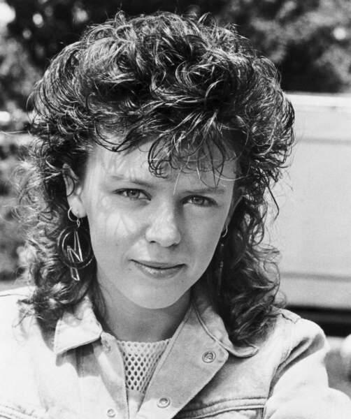 """Kylie Minogue, qui rêvait de devenir comédienne, débute sa carrière dès l'âge de 11 ans dans des soaps australiens tel """"The Henderson kids"""" en 1985"""