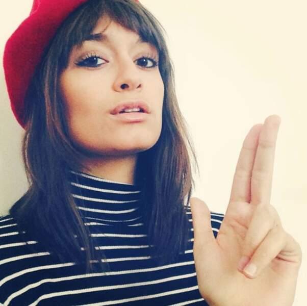 Clara Luciani aime aussi beaucoup la mode.