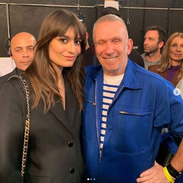 En tant qu'artiste, elle rencontre également d'autres stars : ici Jean-Paul Gaultier.