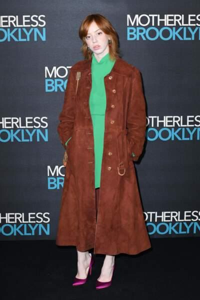 Dans la vie, Lily Newmark, son interprète, préfère avoir les cheveux courts