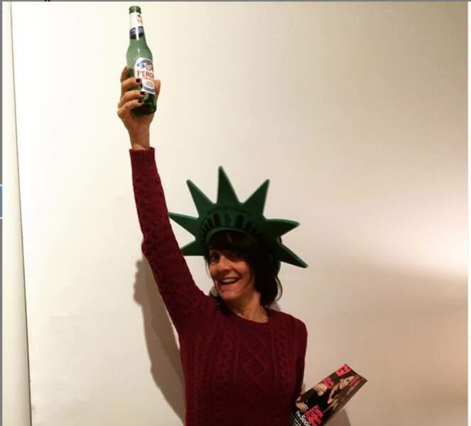 Quand Florence Foresti se prend pour la statue de la Liberté.