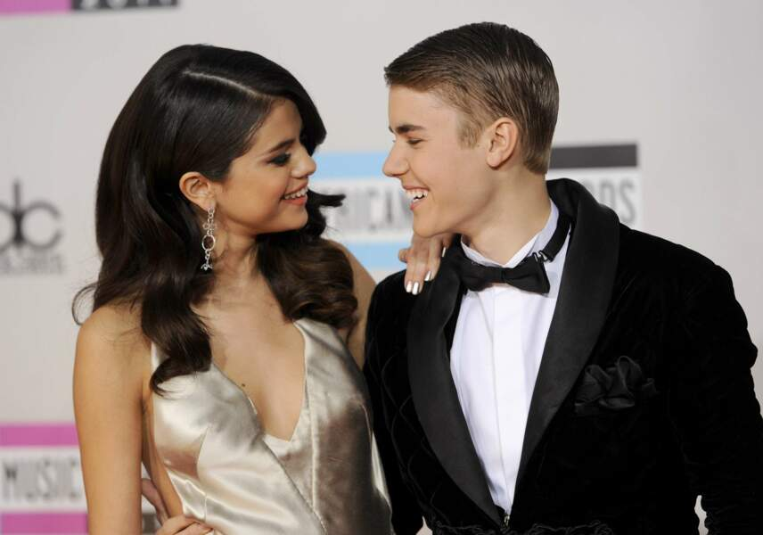 Mais surtout, Selena Gomez montre qu'elle n'a besoin de personne désormais. La voici en 2011 aux côté de son petit-ami, Justin Bieber.