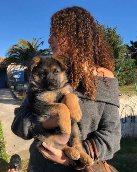 Illana Barry semble adorer les chiens