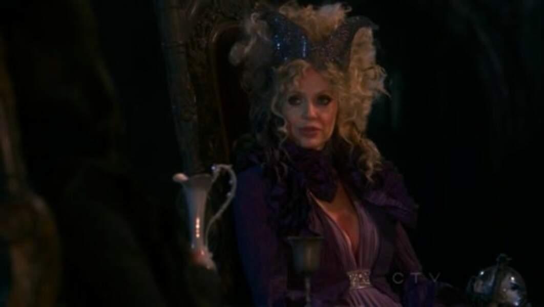Kristin Bauer, inoubliable dans True Blood, elle, a joué Maléfique dans Once Upon a Time