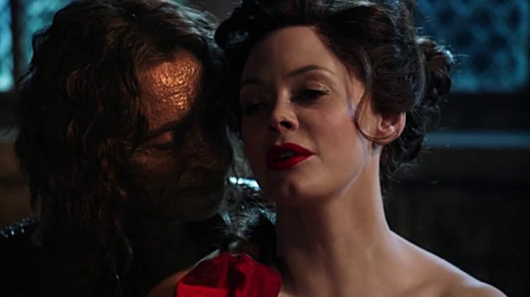 Rose McGowan (Charmed) a joué Cora Mills dans sa version jeune adulte
