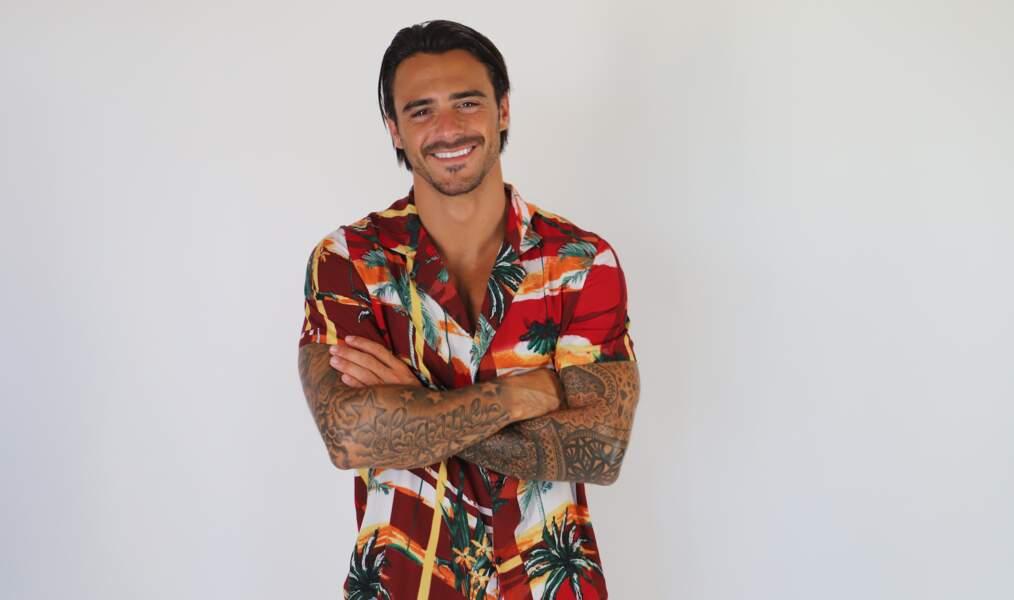 Côté garçons, Benjamin Samat sera de retour (plus sexy et célibataire que jamais) après une saison compliquée aux Caraïbes