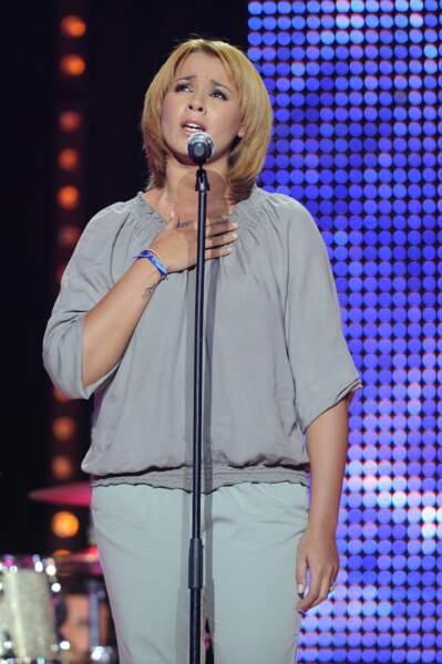 Octobre 2010, le public découvre Chimène blonde et les cheveux raccourcis.