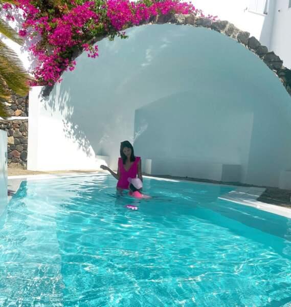 Julia Paredes a profité de sa piscine avec sa fille Luna