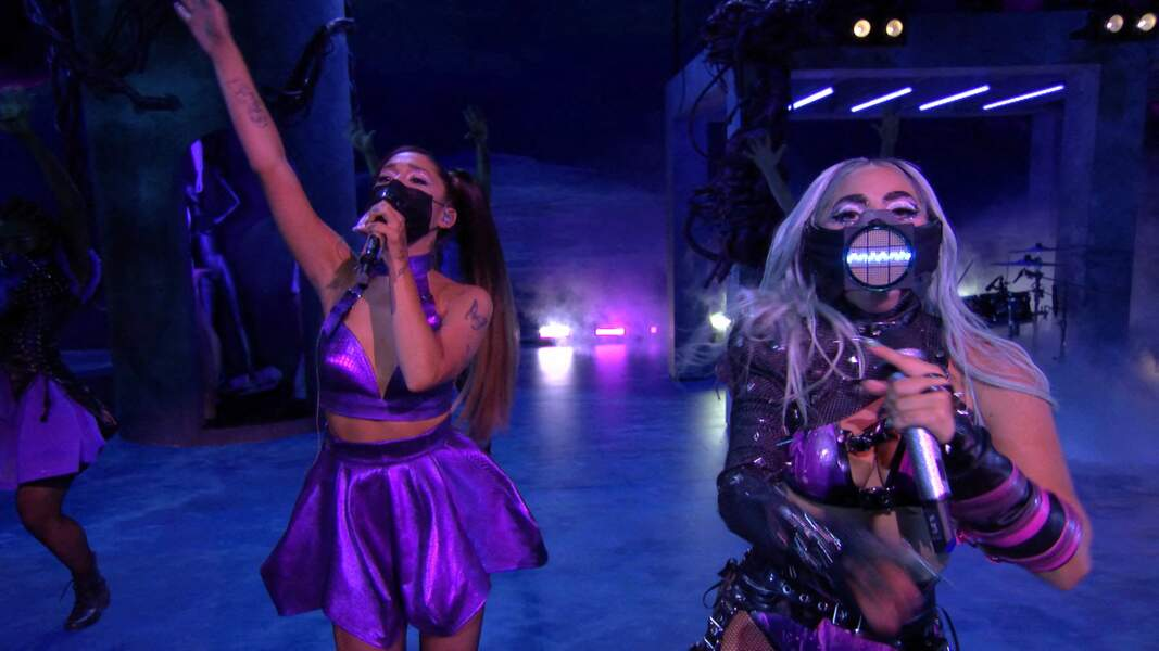 Ariana Grande aux côtés de Lady Gaga