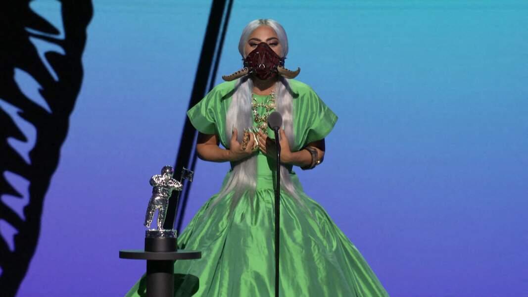 Reine de la soirée, Lady Gaga est toujours apparue masquée