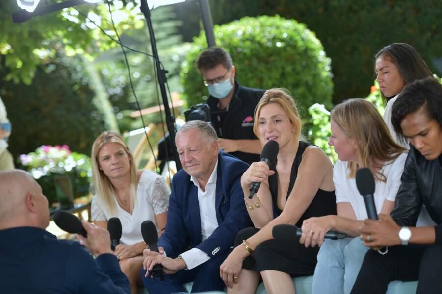 """Une équipe de choc pour la présentation du film documentaire """"Les Joueuses"""" produit par Julie Gayet"""