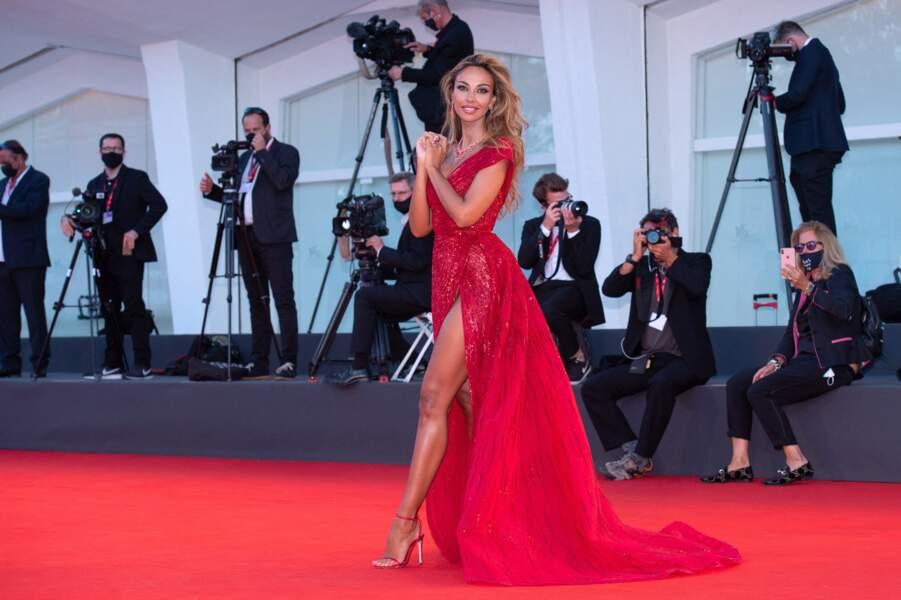 Madalina Ghenea, mannequin et actrice (Miss Univers dans Youth), a fait crépiter les flashs.