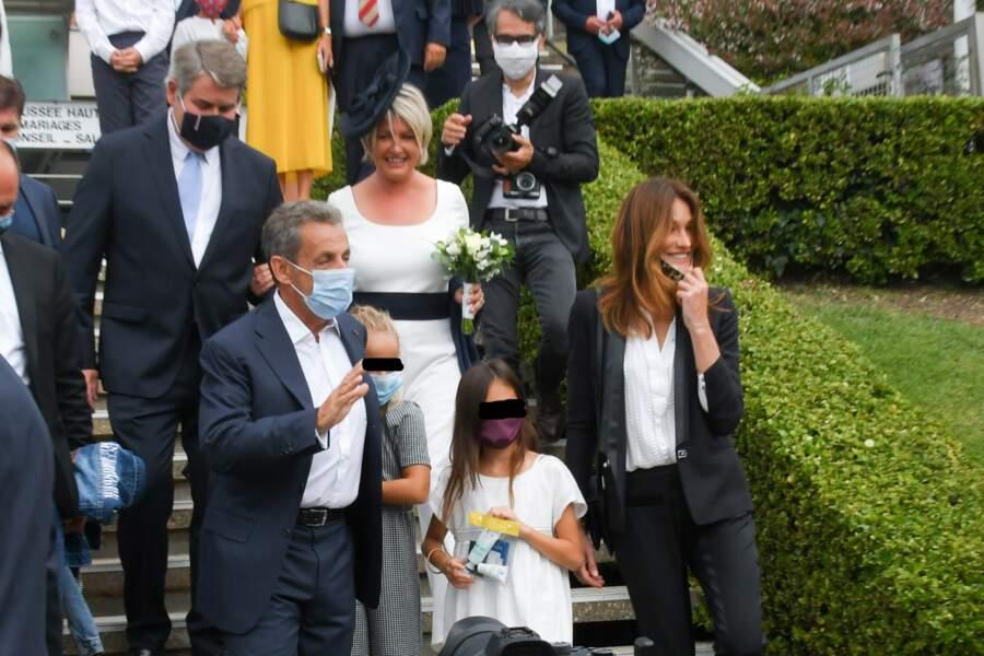 Nicolas Sarkozy et les siens précèdent les mariés