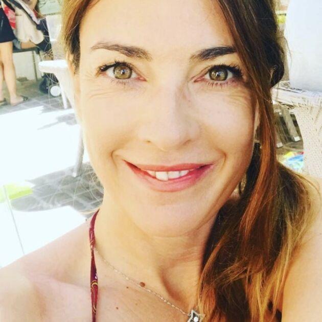 """Eve Angeli a 40 ans : la chanteuse adopte """"une nouvelle tête avec frange"""" (PHOTOS)"""