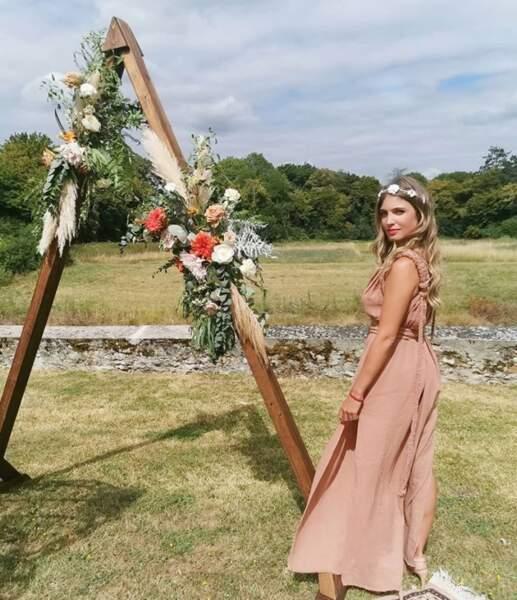 Hors tournage et surtout lorsqu'il s'agir de célébrer un mariage, Angèle Vivier se transforme en une vraie hippie