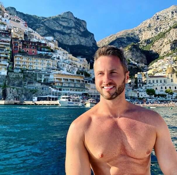 Suivi de près par Christian Millette, en vacances à Positano.