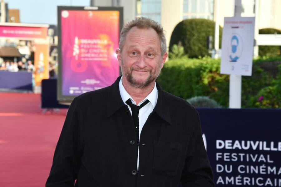 Benoit Poelvoorde pose avant la cérémonie de clôture