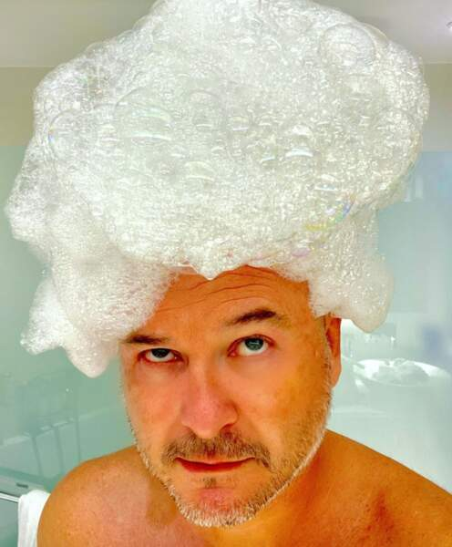 Si Cauet avait les cheveux blancs, ça donnerait peut-être ça.