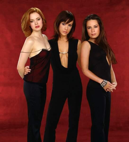 À la fin de la saison 3, Shannen Doherty quitte la série. Rose McGowan fait donc son arrivée dans la saison 4 et se glisse dans la peau de Paige Matthews afin de la remplacer