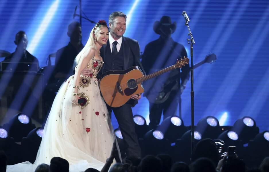 Et l'avantage, c'est qu'ils peuvent monter ensemble sur scène, car monsieur est chanteur de country !
