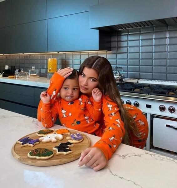 Kylie Jenner et Stormi ont préféré s'occuper en cuisine.