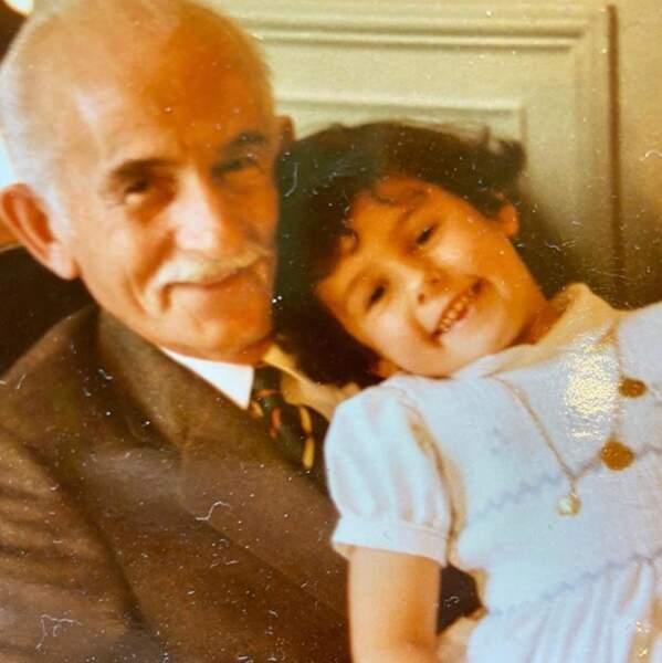 Faustine Bollaert et son grand-père.