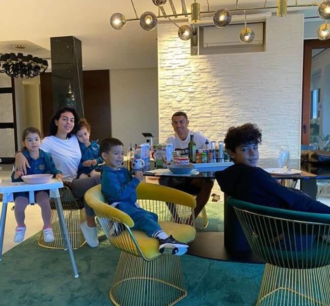 La grande famille de Cristiano Ronaldo réunie.