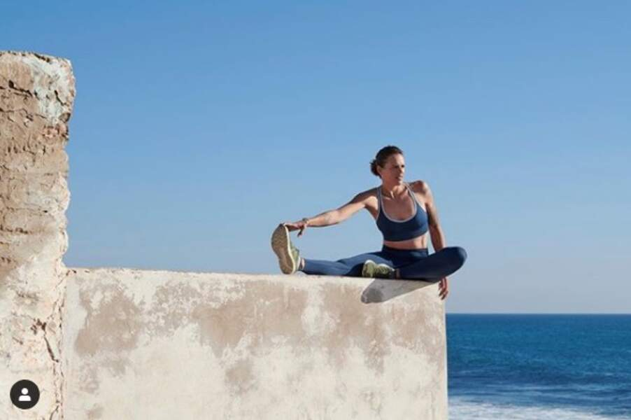 Toujours très important de s'étirer après une activité physique. Laure Manaudou ne dira pas le contraire !