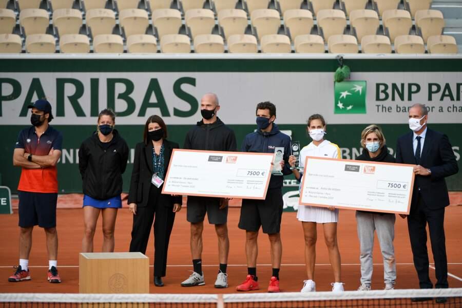 Guy Forget, patron du tournoi, est venu remettre les deux chèques de 7500 euros promis aux deux vainqueurs pour leurs associations.