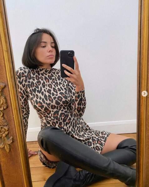 Robe léopard et cuissardes pour Agathe Auproux.