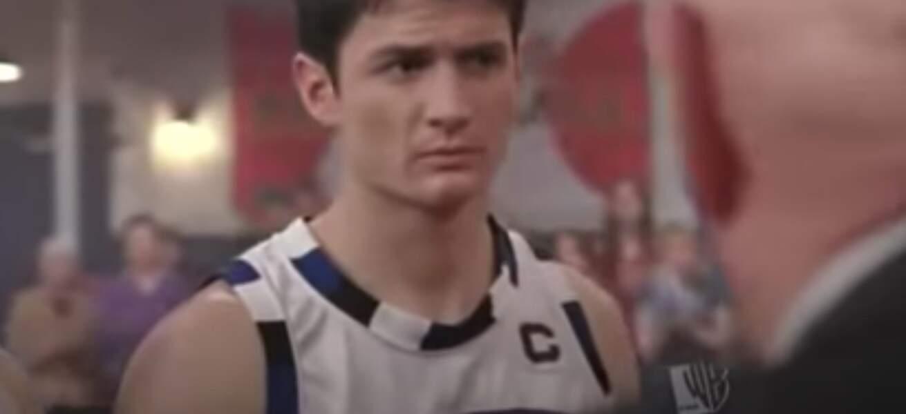 Eh oui, le public l'a découvert dans le maillot de basket de Nathan Scott. Il avait 18 ans
