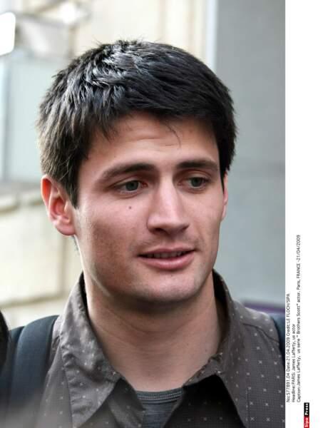 Le voici en 2009 lors d'un passage à Paris pour la promotion des Frères Scott, il fait vraiment tout jeune