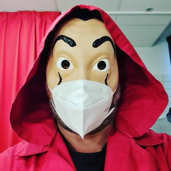 Qui peut donc bien se cacher derrière ce masque ?