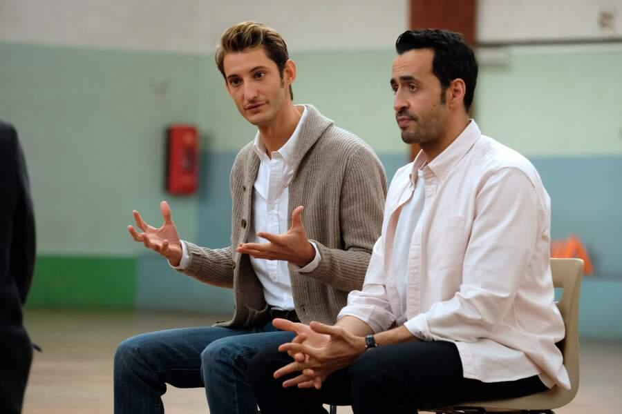 Pierre Niney (à gauche) est le Dr Juiphe, le psy de Marc dans La Flamme