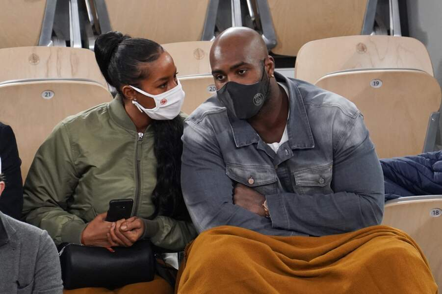Teddy Riner et sa femme Luthna en discussion.