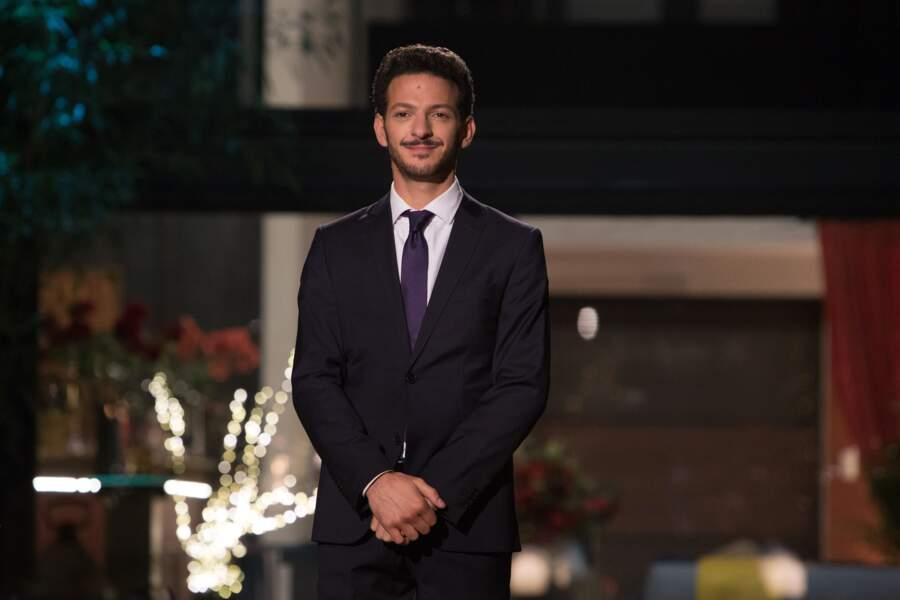 Vincent Dedienne est le présentateur de l'émission dans La Flamme