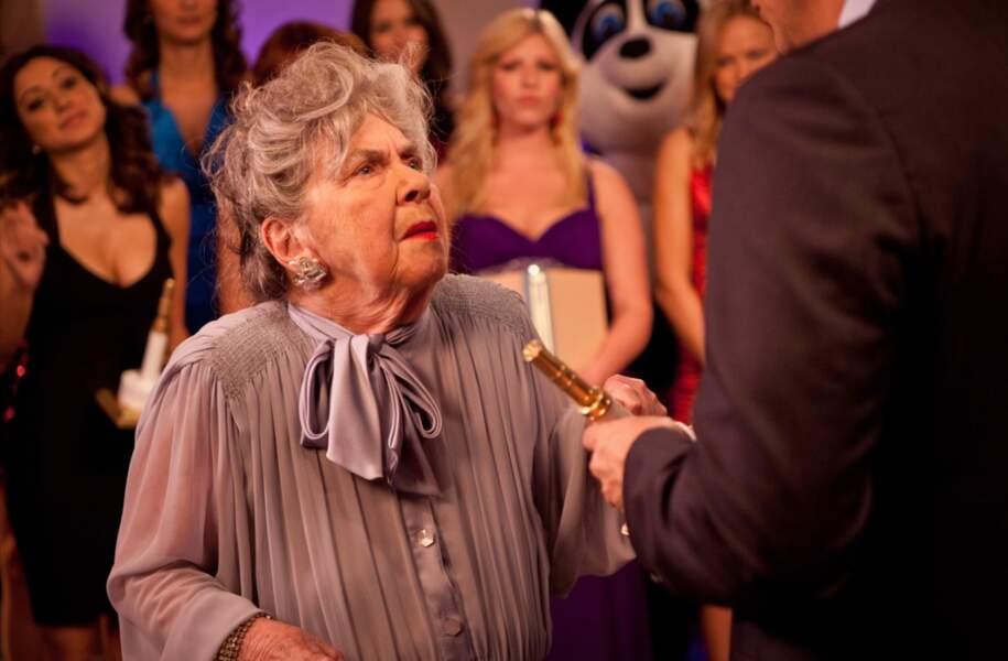 Un rôle que tenait dans Burning Love Helen Slayton-Hughes alias Agnes, la femme la plus âgée