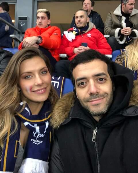 Avec son amie Camille Cerf lors d'un match de l'équipe de France