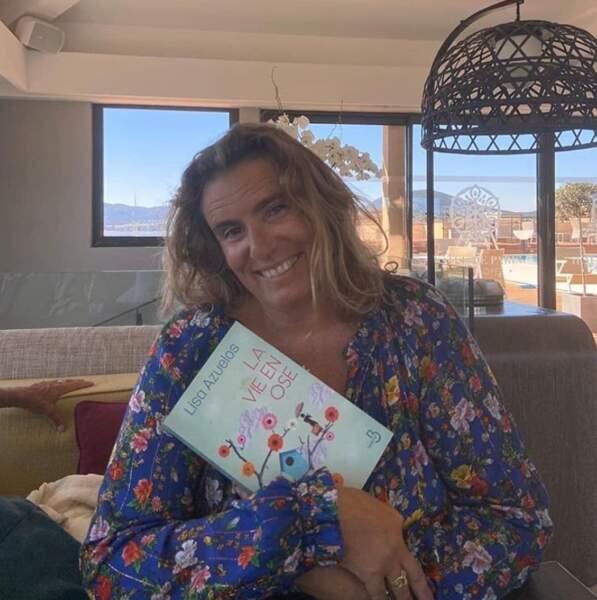 Lisa Azuelos était ravie de poser avec son roman.