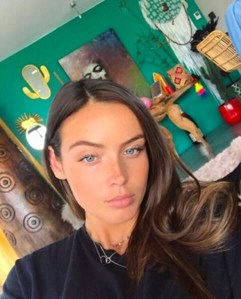Sur Instagram, elle poste des selfies...