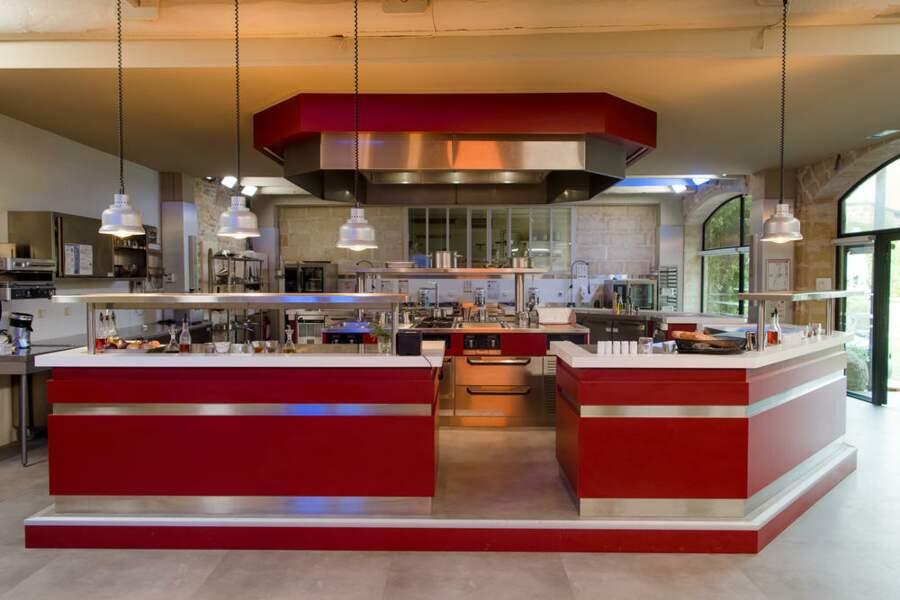 Voici la cuisine, là où de nombreuses intrigues vont se dérouler…
