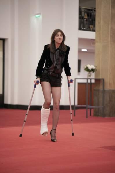 Invitée de la saison 4, Charlotte Gainsbourg a simulé une blessure à la jambe pour ne pas tourner dans un mauvais film. Ah bravo !