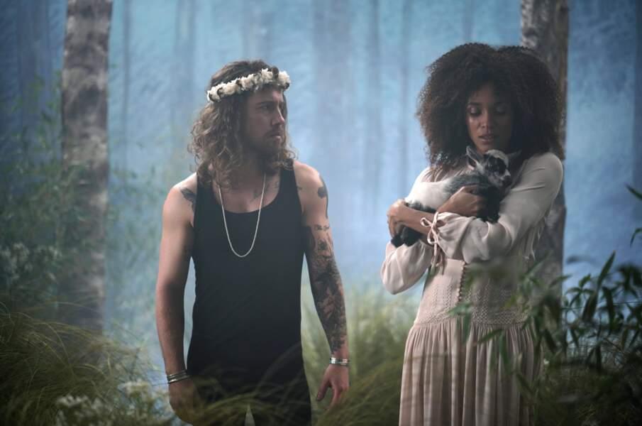 Le chanteur Julien Doré, présent dans plusieurs épisodes, a quant à lui lancé la carrière de comédienne de Sofia (Stéfi Celma).