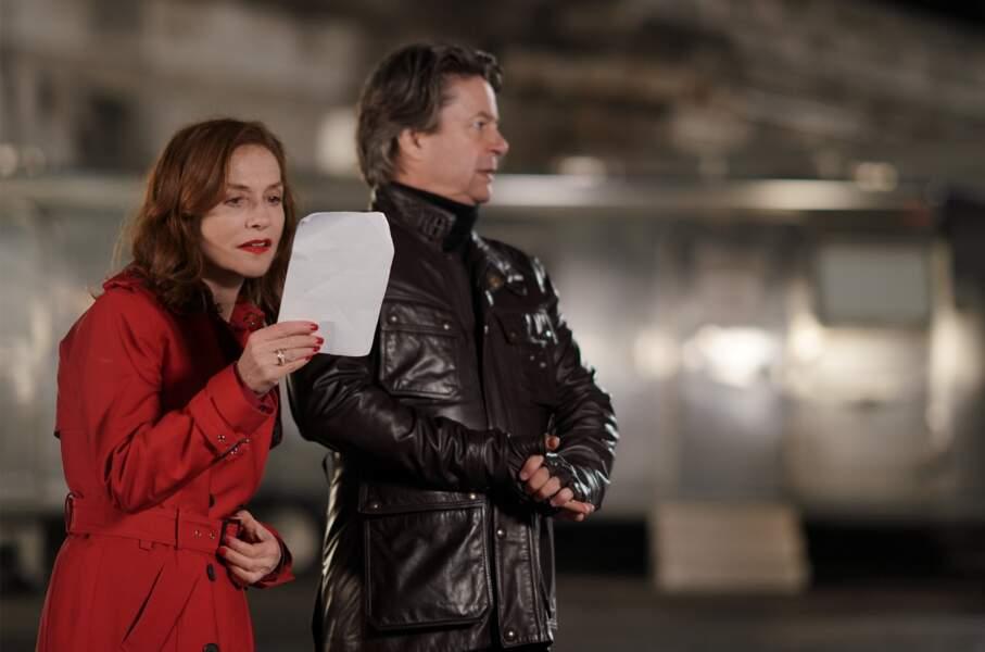 Isabelle Huppert, bourreau de travail, incapable de choisir entre deux tournages, l'a aussi bien fatigué