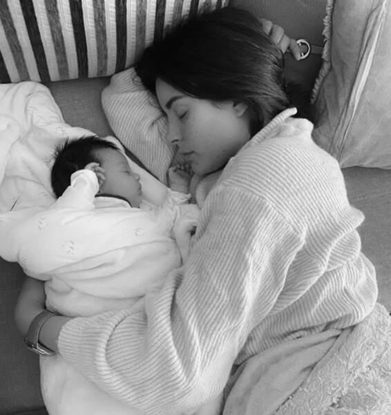 C'était l'heure de la sieste pour Rym Renom et sa fille Maria-Valentina.